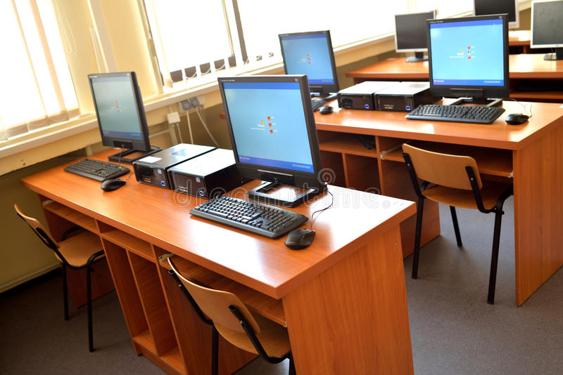 Datorklassrum för studie royaltyfria bilder