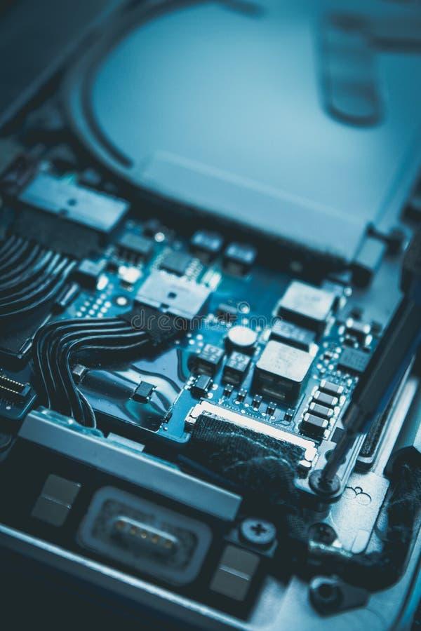 Datorreparationen och blått för underhållshårddiskdrev planlägger royaltyfri fotografi