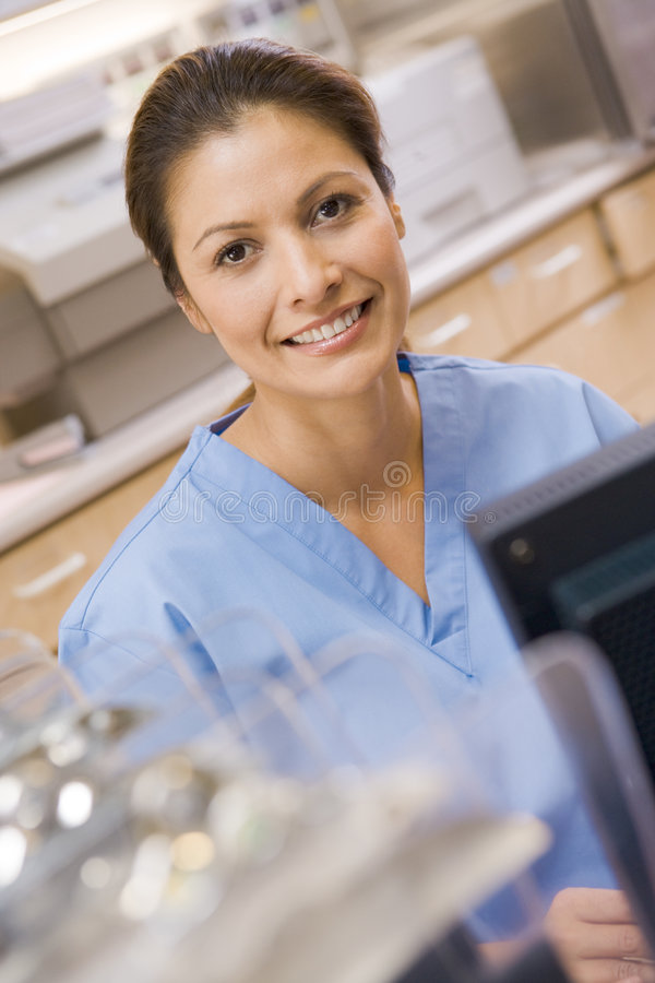 datorsjuksköterskasitting royaltyfri bild