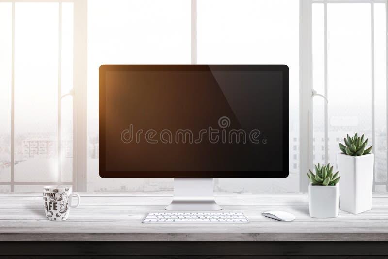 Datorskärm med den tomma skärmen för modell i regeringsställning eller arbetsrum Fönster- och solljus i bakgrund royaltyfri fotografi