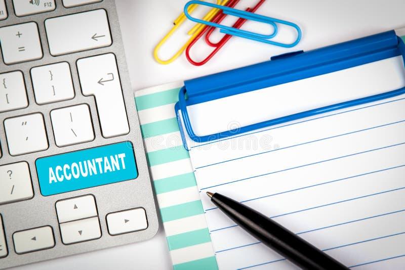 Datortangentbord med ordrevisorn investering, finansiella transaktioner och teknologibakgrund arkivbild