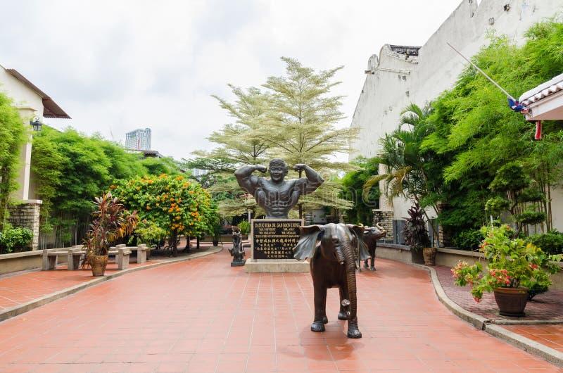 Datuk Wira博士雕象  淦恩赐Leong,叫作'位于马来西亚'马六甲老镇的爱好健美者的父亲 库存照片