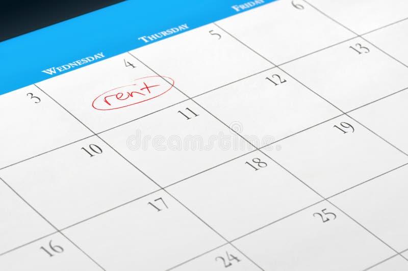 Datum der Mietforderung an der Kalenderseite stockbild