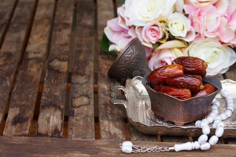 Datumfruit met rozemarijn royalty-vrije stock foto