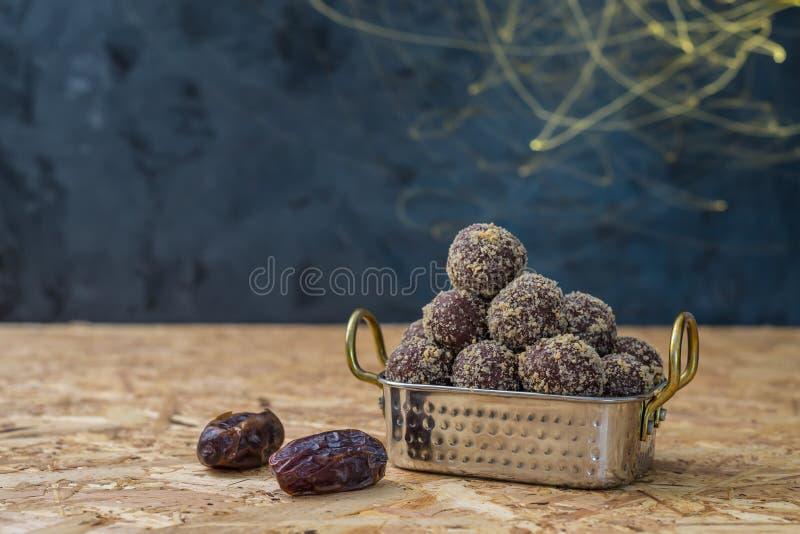 Daty i energetyczne piłki kąski lub żadny kucharz zdjęcie royalty free