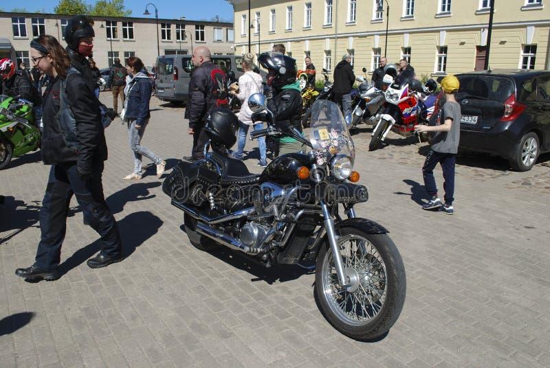 Daugavpils/Letland - Mei 5 2018: Het jaarlijkse verzamelen zich van fietsers van de Baltische landen in Daugavpils royalty-vrije stock foto's