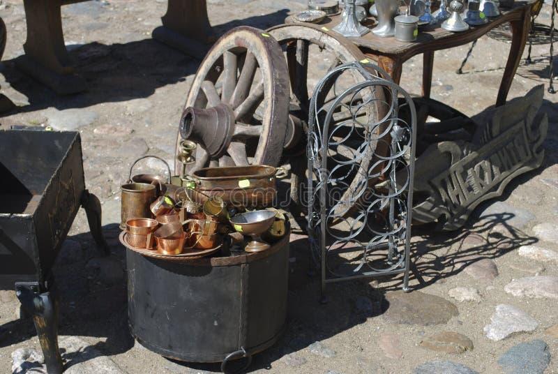 """Daugavpils/Lettland †""""Maj 5 2018: Loppmarknaden ägde rum på ferie i den Daugavpils fästningen arkivfoto"""