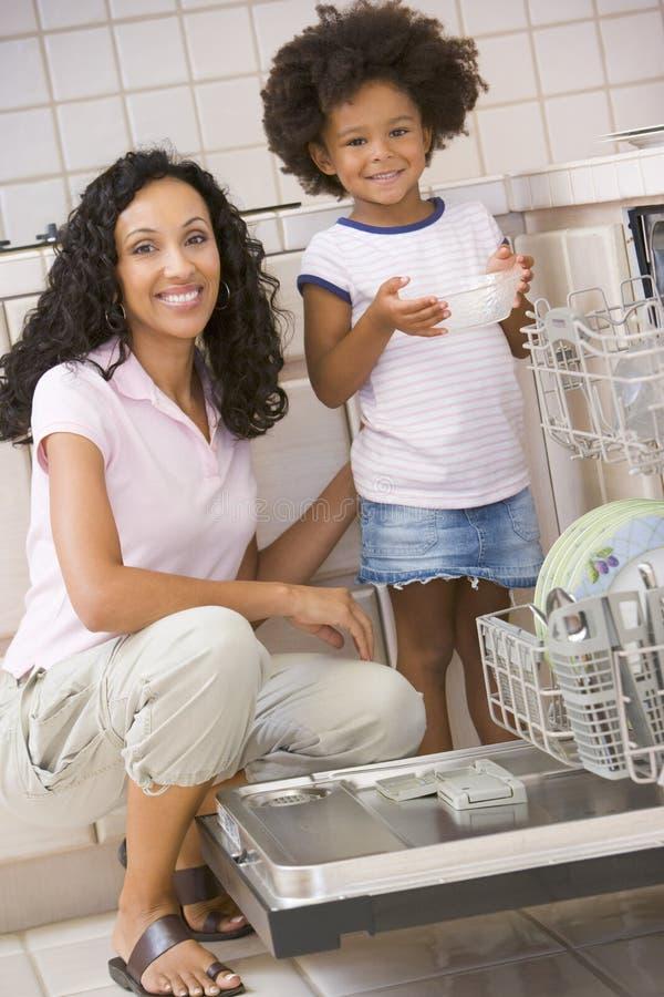 daughter dishwasher loading mother στοκ εικόνες