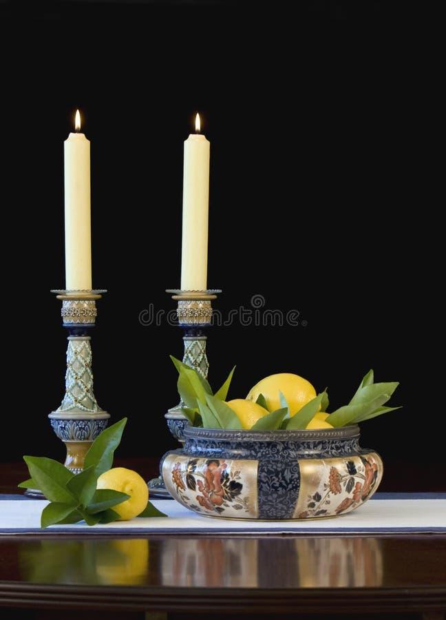 Daulton Lambeth Schüssel und Kerzenhalter - Vertikale lizenzfreies stockfoto