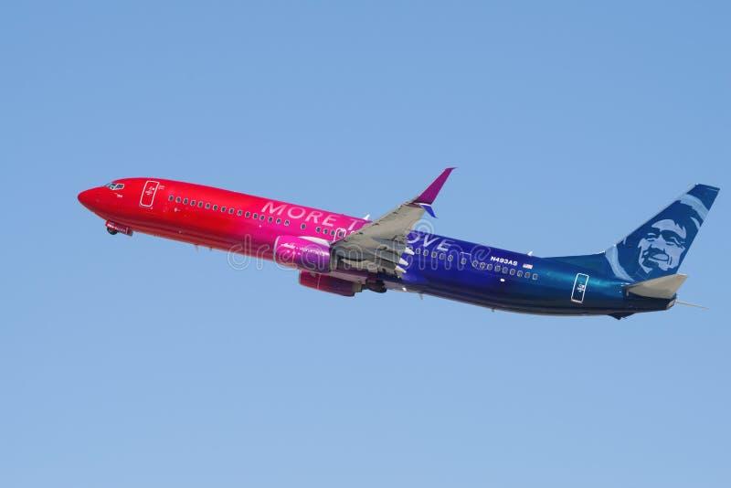 ` Davantage pour aimer le jet de ligne aérienne de l'Alaska de ` photos stock