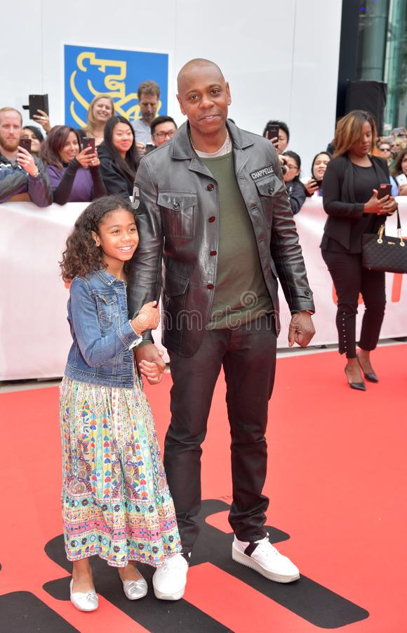 Dave Chappelle en zijn dochter bij première van een Ster zijn Geboren bij Internationaal de Filmfestival 2018 van Toronto royalty-vrije stock afbeeldingen