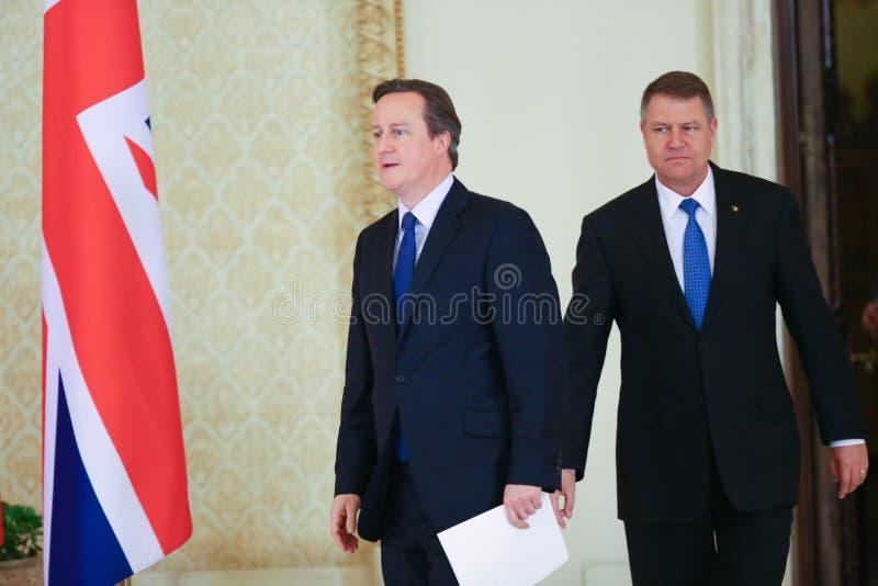 David Cameron en Klaus Johannis stock foto