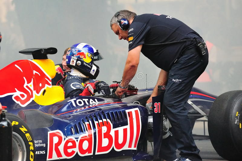 David Coulthard em Red Bull que compete o carro F1 fotos de stock royalty free
