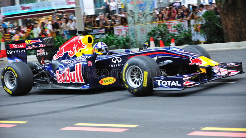 David Coulthard pilotant Red Bull emballant le véhicule F1 photo stock