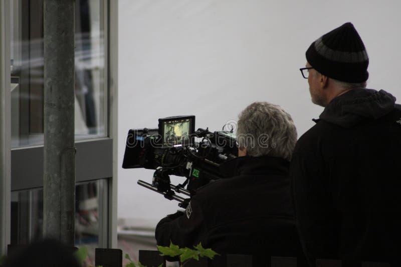 David Fincher en de cameraman tijdens het maken van de film het Meisje met de draak tatoeëren royalty-vrije stock foto