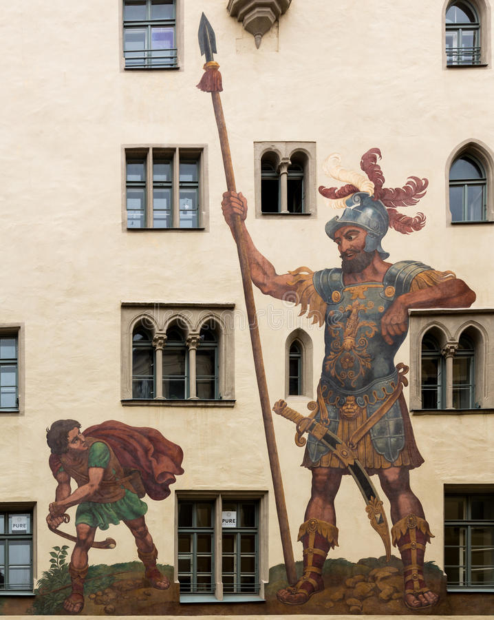 David and Goliath en Regensburg Alemania foto de archivo