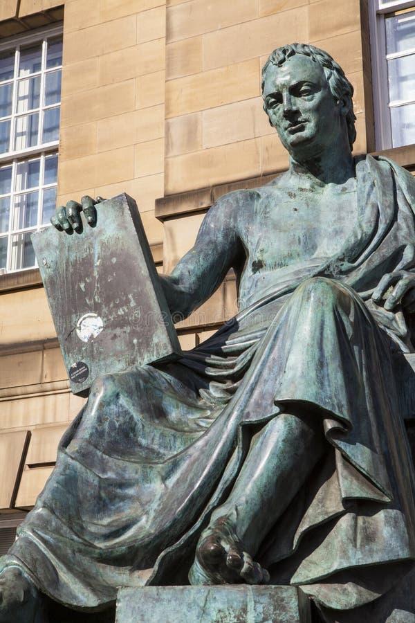 David Hume Statue i Edinburg arkivbilder