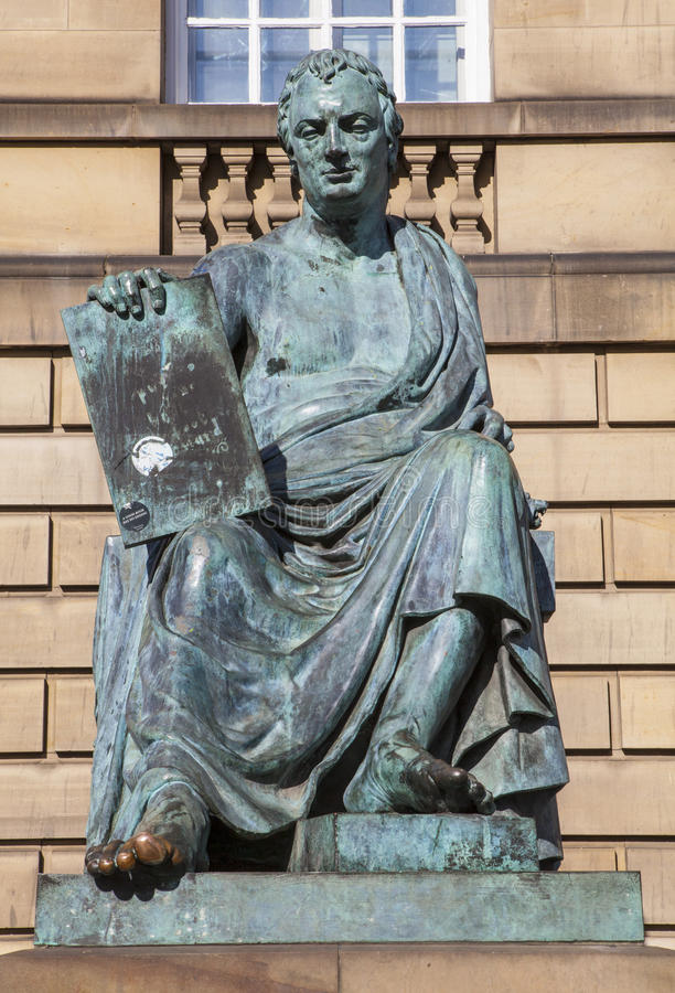David Hume Statue i Edinburg arkivbild