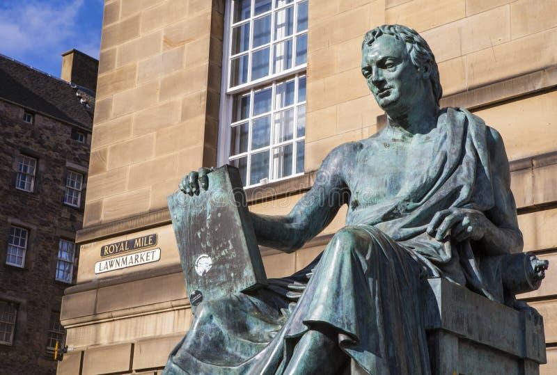 David Hume Statue i Edinburg arkivbild
