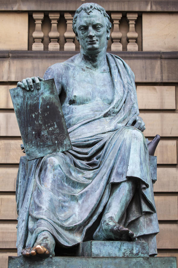 David Hume Statue i Edinburg arkivfoton