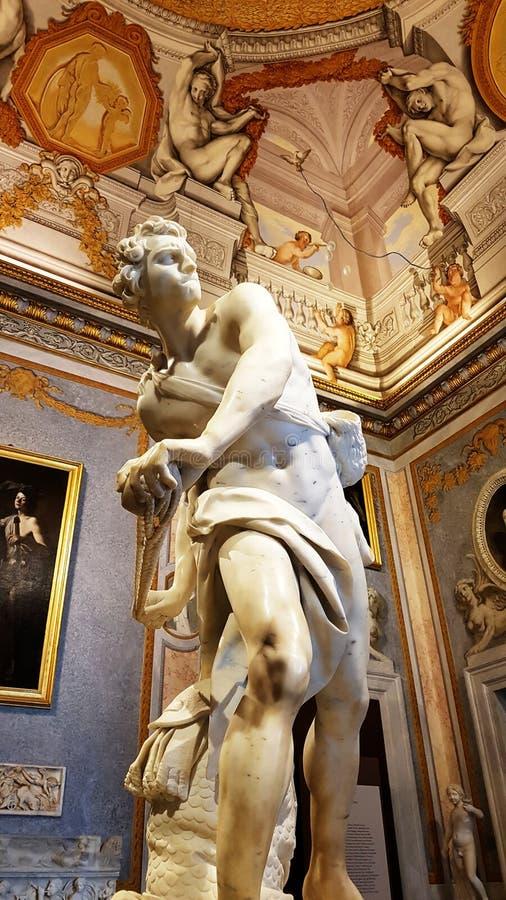 David, una escultura famosa de la galería de Borghese en Roma imágenes de archivo libres de regalías