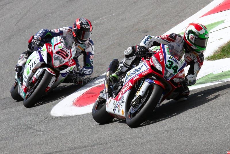 Davide Giugliano e Leon Camier no Superbike WSBK fotos de stock
