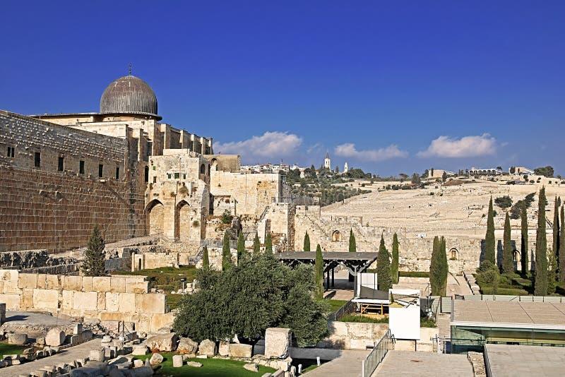 Davidson Center en el parque y la Explanada de las Mezquitas arqueológicos, Jerusalén de Jerusalén fotografía de archivo