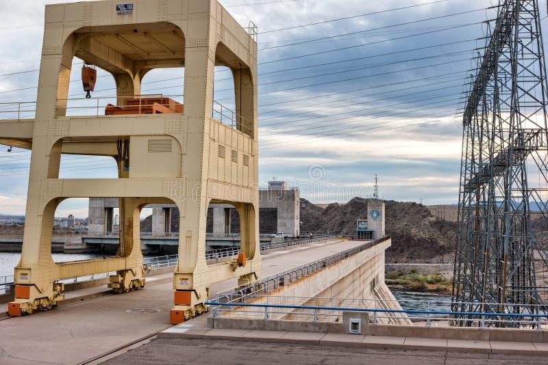 Davis Dam, Spitze des Kraftwerkes stockbilder