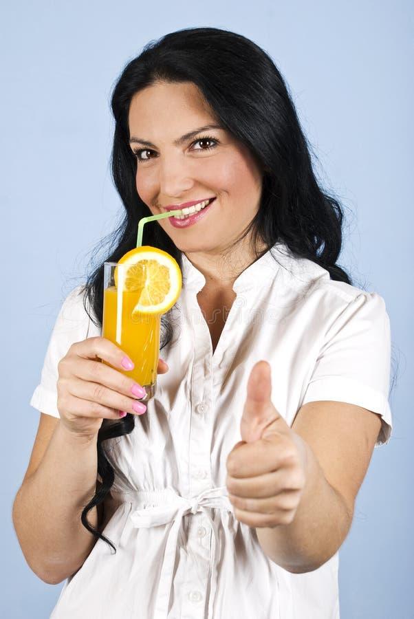 dawać aprobaty zdrowej kobiety zdjęcia royalty free