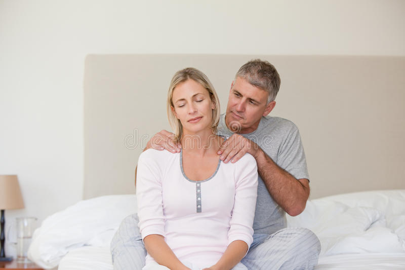 dawać mężczyzna masażowi obrazy royalty free