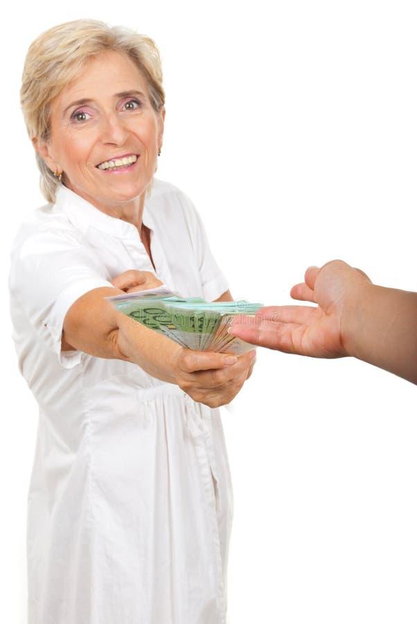 dawać pieniądze szczęśliwego seniora obraz royalty free