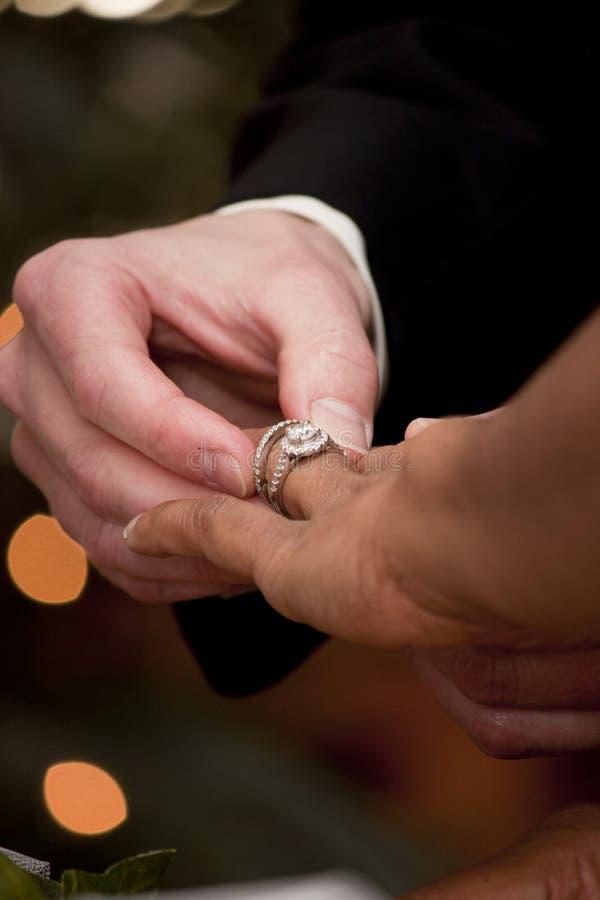 Dawać pierścionek fotografia stock