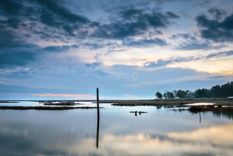Dawn σε μια παλίρροια πλημμυρών στοκ φωτογραφία με δικαίωμα ελεύθερης χρήσης