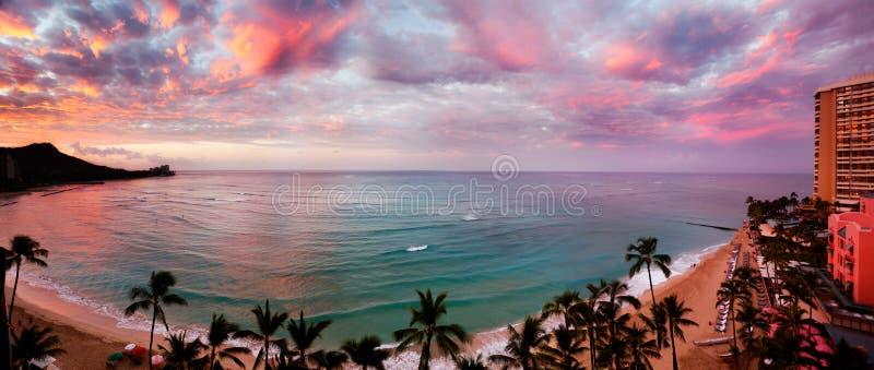 Dawn στην παραλία Waikiki στοκ φωτογραφία