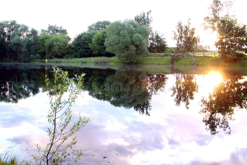 Dawn στη λίμνη στοκ εικόνα με δικαίωμα ελεύθερης χρήσης