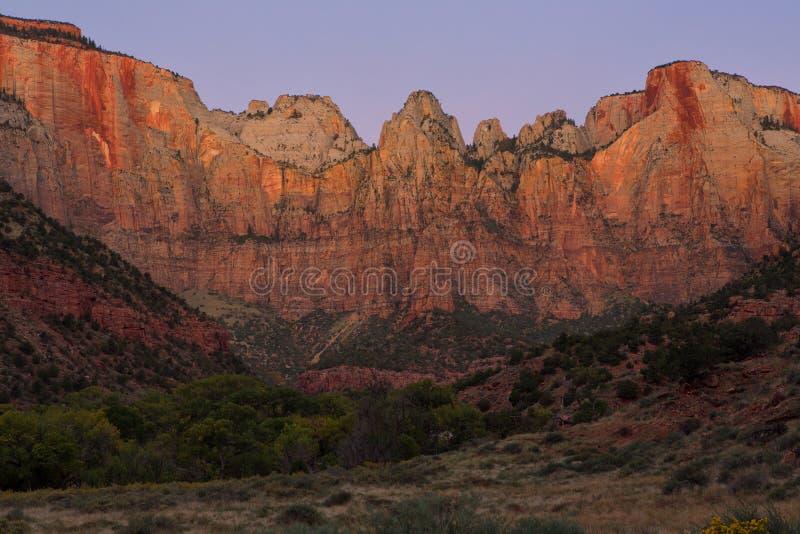 Dawn στους πύργους της Virgin, εθνικό πάρκο Zion, Γιούτα στοκ φωτογραφία με δικαίωμα ελεύθερης χρήσης