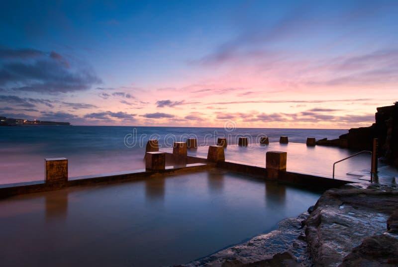 Dawn bij het Strand van Coogee - van Sydney stock foto