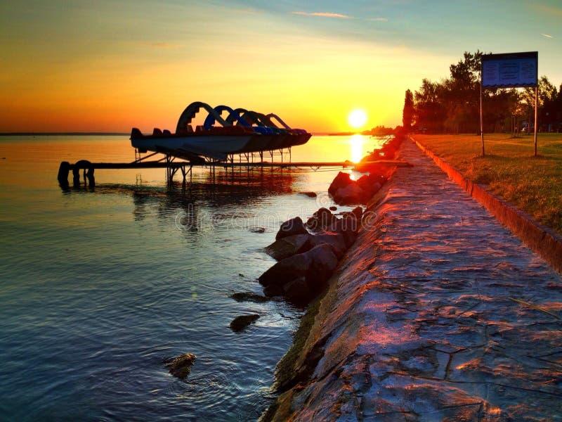 Dawn bij Meer Balaton stock afbeelding