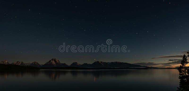 Dawn Breaks Over Starry Sky imágenes de archivo libres de regalías