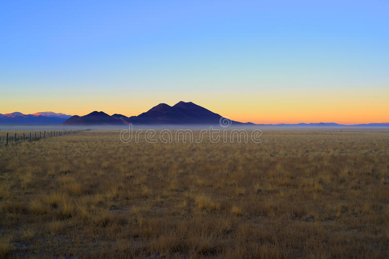 Dawn in de bergen royalty-vrije stock foto's