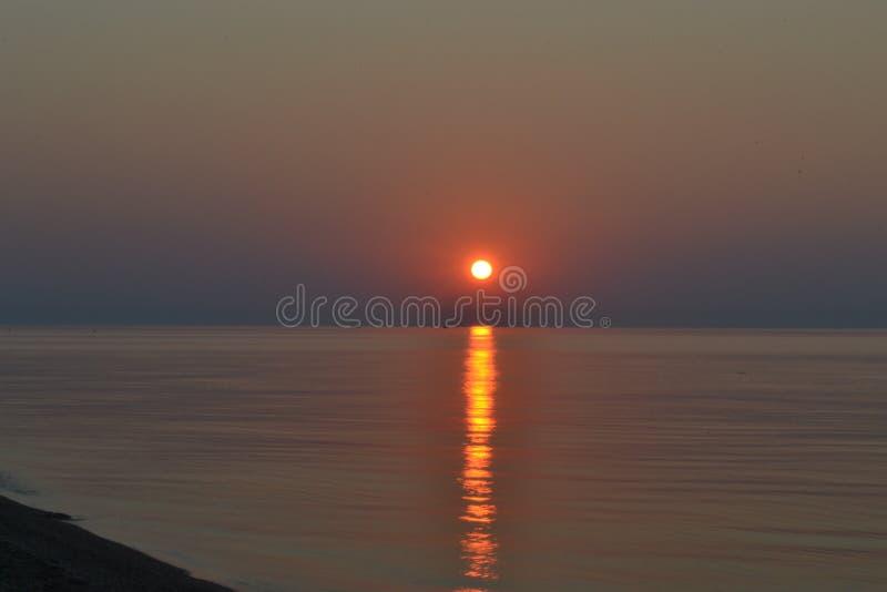 Dawn in het overzees royalty-vrije stock foto's