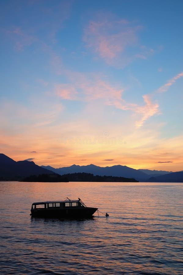 dawn jezioro łodzi fotografia royalty free