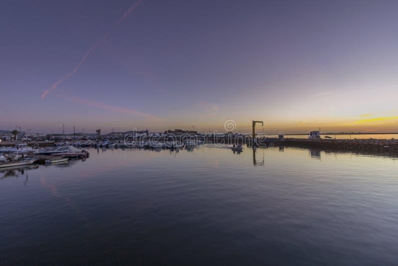 Dawn mening van de Recreatieve Jachthaven van Olhao, waterkant aan het natuurreservaat van Ria Formosa Algarve royalty-vrije stock afbeelding