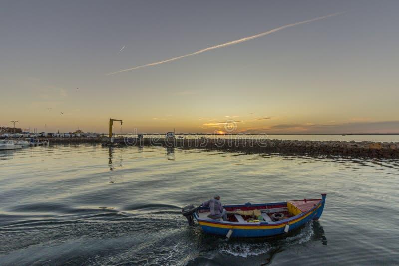 Dawn mening van de Recreatieve Jachthaven van Olhao, waterkant aan het natuurreservaat van Ria Formosa Algarve royalty-vrije stock foto