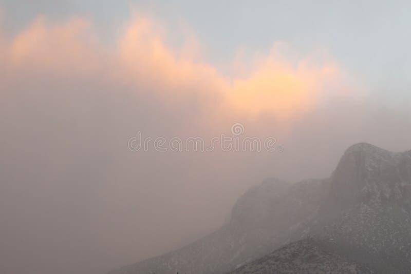 355 Dawn Mtn Fog 2 immagini stock