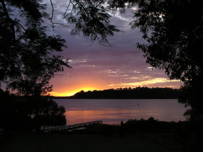 Dawn op de Rivier stock fotografie