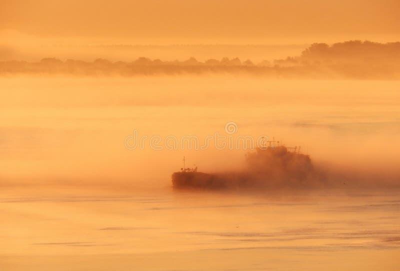 Dawn op de Volga rivier dichtbij de stad van Kstovo stock foto's