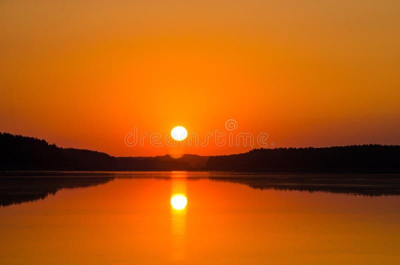 Dawn op het meer royalty-vrije stock foto's