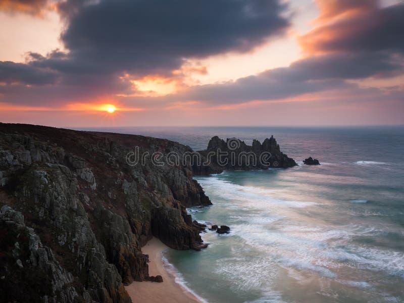 Dawn op Treen-Klippen Cornwall royalty-vrije stock foto