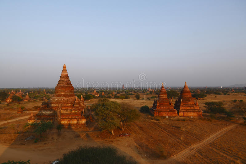 Dawn over de pagoden van Bagan royalty-vrije stock foto's